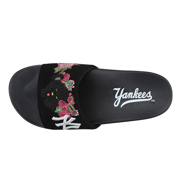 NEW YORK YANKEES BLACK PANTHER SLIDE SLIPPER