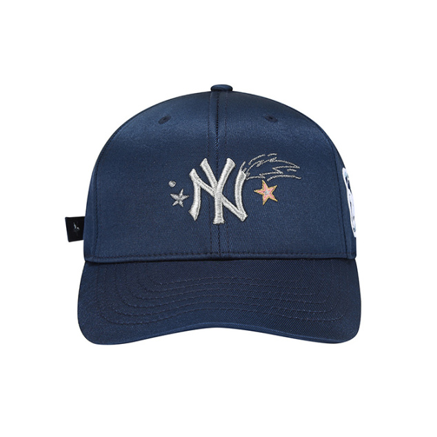 NEW YORK YANKEES STRAP POINT ANGRY BEAR ADJUSTABLE HAT