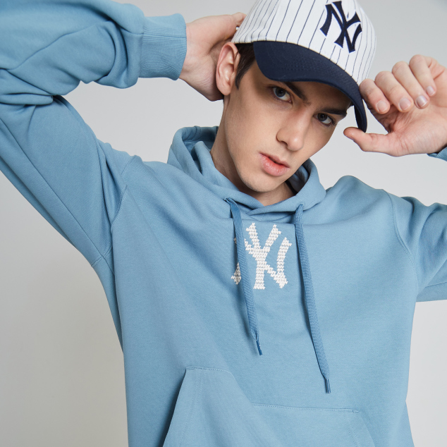 NEW YORK YANKEES LUCKY PIG HOODIE