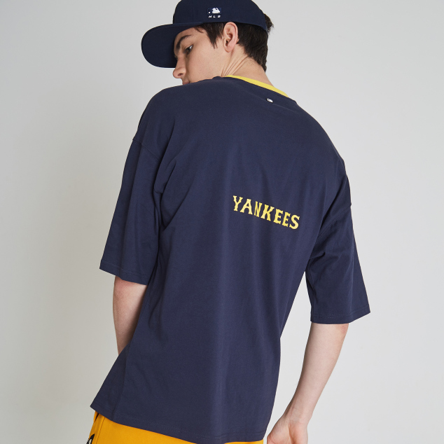 NEW YORK YANKEES BARK TWINS SHORT SLEEVE T-SHIRT