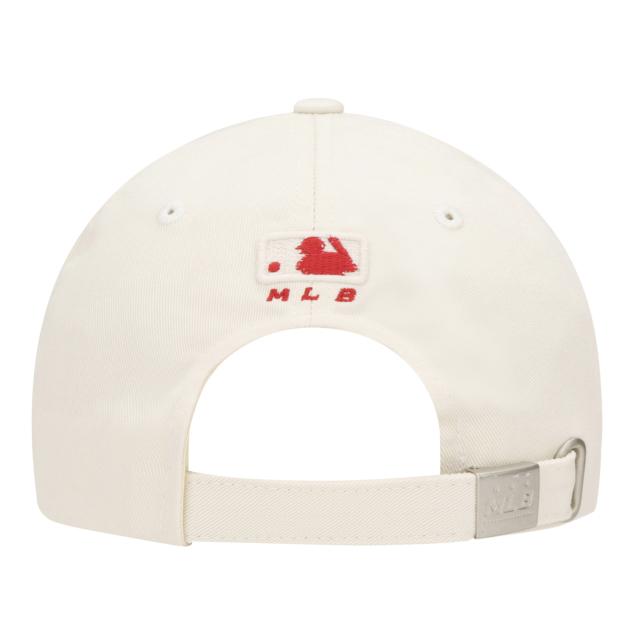 NEW YORK YANKEES HAPPY NEW YEAR LUCKY PIG BALL CAP