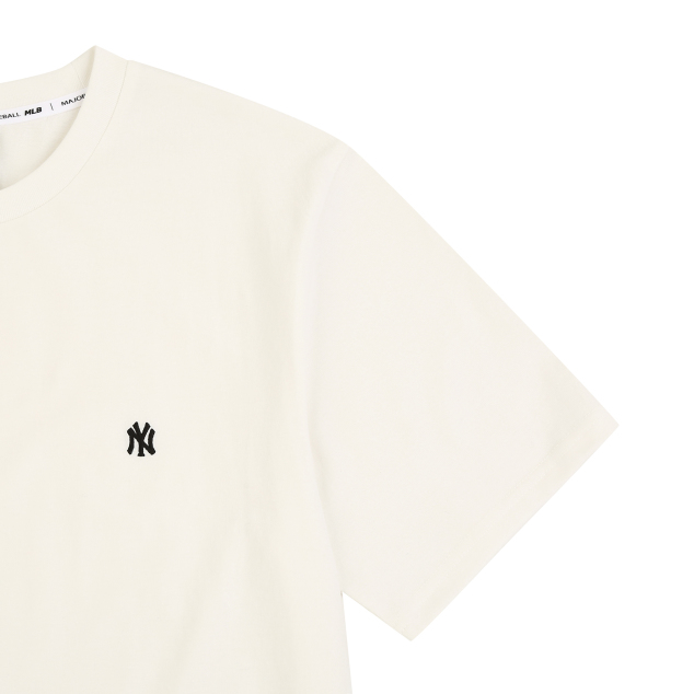 NEW YORK YANKEES SMALL LOGO EMBROIDERY BASIC SHORT SLEEVE T-SHIRT