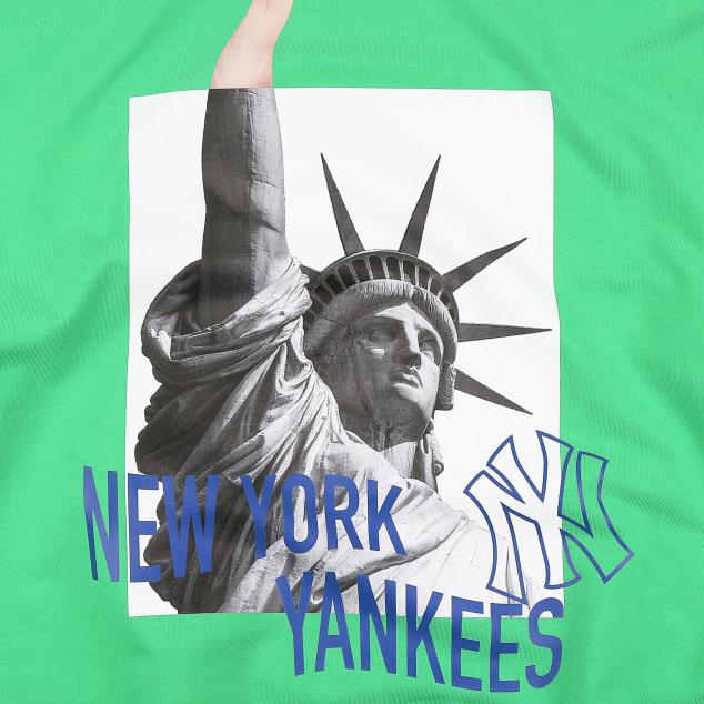 NEW YORK YANKEES STATUE LIBERTY PLAYER SWEATSHIRT