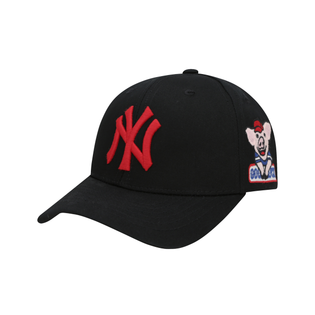 NEW YORK YANKEES HAPPY NEW YEAR LUCKY PIG ADJUSTABLE CAP